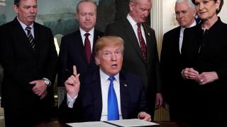 Ο Τραμπ υπέγραψε διάταγμα για την επιβολή δασμών 60 δισ. σε κινεζικά προϊόντα