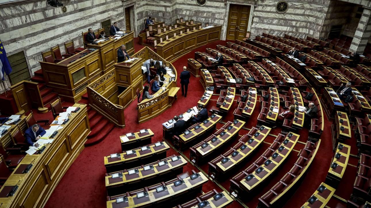 Ψηφίστηκε το νομοσχέδιο του υπ. Μεταφορών για ταξί και παραβιάσεις ΚΟΚ