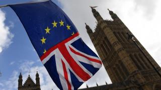 ΕΕ και Βρετανία συμφώνησαν στους όρους των συνομιλιών για τις μελλοντικές εμπορικές σχέσεις