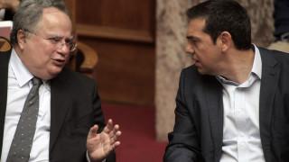 Ο Κοτζιάς ενημέρωσε τον Τσίπρα για τις επαφές στα Σκόπια