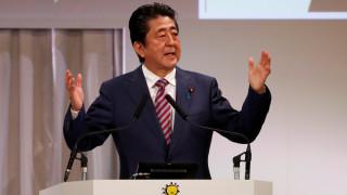 Συγγνώμη ζητάει ο Άμπε για το σκάνδαλο που έχει ανησυχήσει την Ιαπωνία