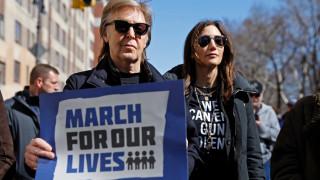 «Η βία των όπλων μου στέρησε έναν καλό φίλο»: Και ο Πολ ΜακΚάρτνεϊ διαδήλωσε κατά της οπλοκατοχής