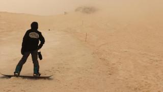 Η αφρικανική σκόνη έφθασε ως τη Ρωσία κι έκανε το χιόνι… πορτοκαλί