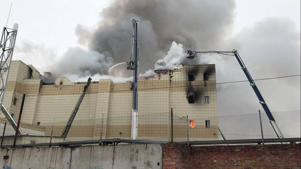 https://cdn.cnngreece.gr/media/news/2018/03/26/123172/photos/snapshot/2018-03-25T135308Z_1728504884_RC12349A1C90_RTRMADP_3_RUSSIA-FIRE-KEMEROVO.JPG