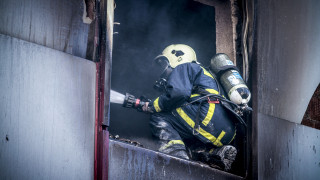 Ένας νεκρός από πυρκαγιά σε εργοστάσιο έξω από το Βόλο