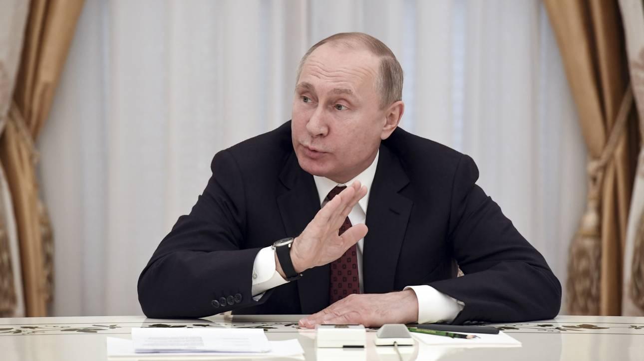 Κρεμλίνο: Ο Πούτιν θα αποφασίσει πώς θα απαντήσουμε στις απελάσεις