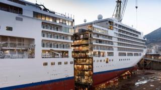 Θρίαμβος της ναυπηγικής: Έκοψαν κρουαζιερόπλοιο στα δύο για να το μεγαλώσουν