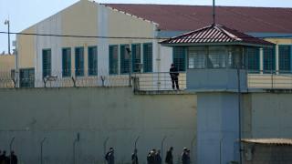 Τριπλή έρευνα για την ομηρία του αρχιφύλακα στις φυλακές Τρικάλων