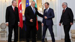 Σύνοδος ΕΕ-Τουρκίας στη Βάρνα: Στήριξη στην Ελλάδα από Τουσκ-Γιούνκερ