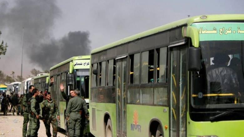 Άμαχοι και αντάρτες απομακρύνονται από την Ανατολική Γκούτα