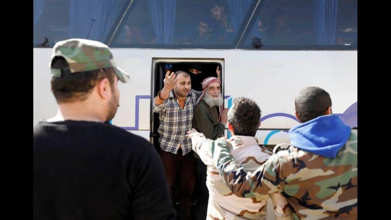 https://cdn.cnngreece.gr/media/news/2018/03/27/123308/photos/snapshot/2018-03-25T142559Z_1328796547_RC1C17D31940_RTRMADP_3_MIDEAST-CRISIS-SYRIA-GHOUTA.jpg