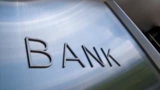 «Κόκκινα» δάνεια και χαμηλή κερδοφορία αποδυναμώνουν τις ελληνικές τράπεζες
