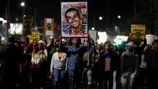Μαζικές κι οργισμένες διαδηλώσεις για τον άοπλο αφροαμερικανό που σκότωσαν εν ψυχρώ αστυνομικοί