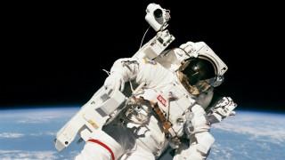Περίπατος στο διάστημα για δύο αστροναύτες