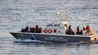 Spiegel: Πώς οι διακινητές εκμεταλλεύονται τα ελληνικά νησιά