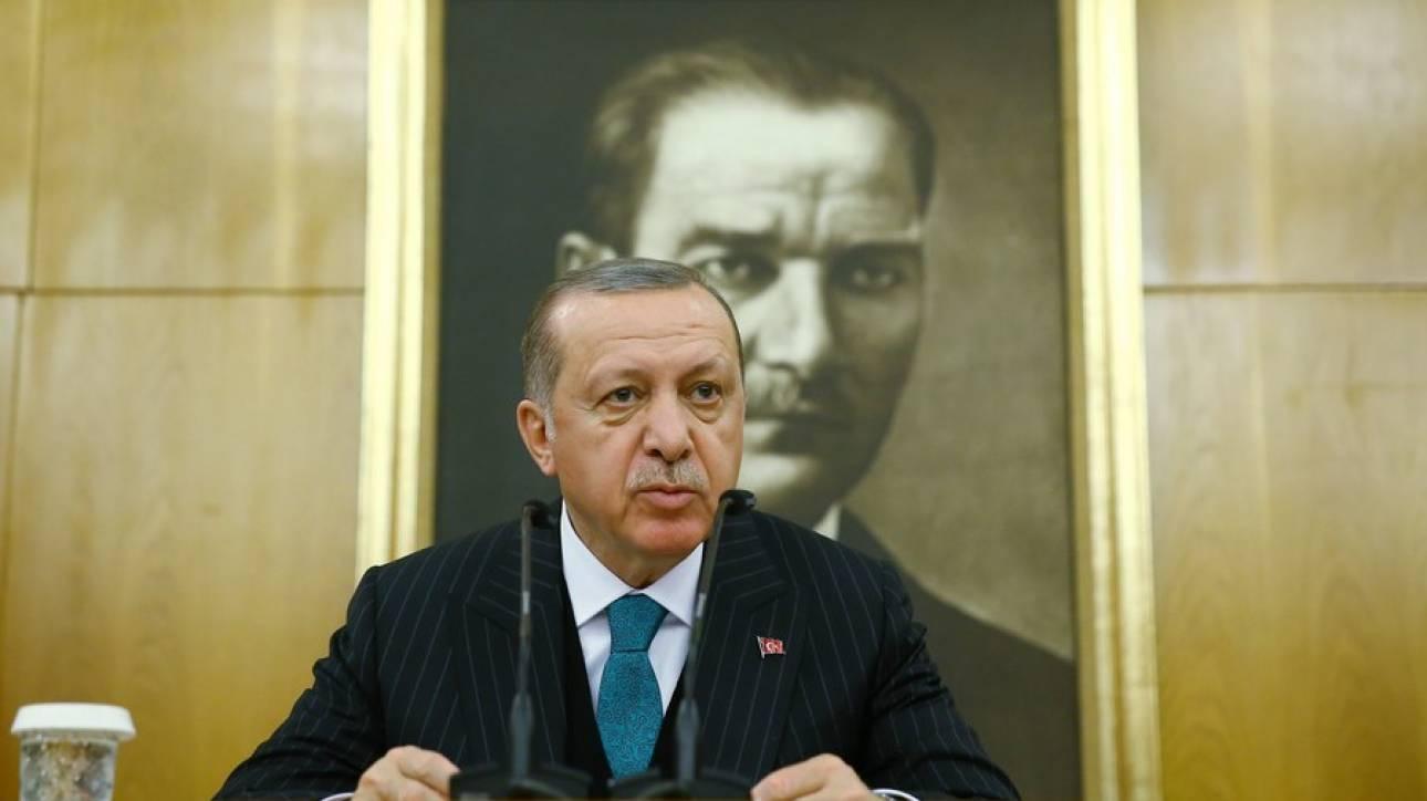 «Πυρά» Ερντογάν κατά Μακρόν για τη Συρία