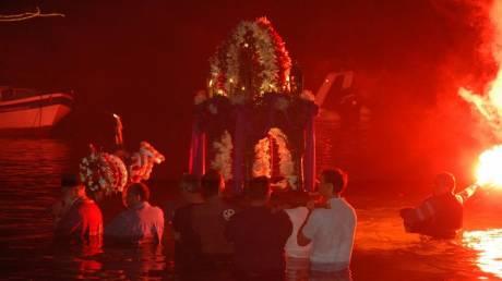 Η ανοιξιάτικη Τήνος γιορτάζει το Πάσχα παραδοσιακά