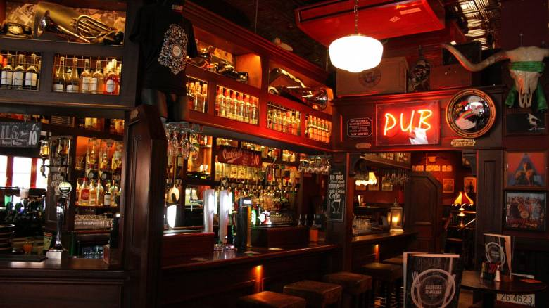 Αλκοόλ στις ιρλανδικές παμπ τη Μ. Παρασκευή μετά από δεκάδες χρόνια