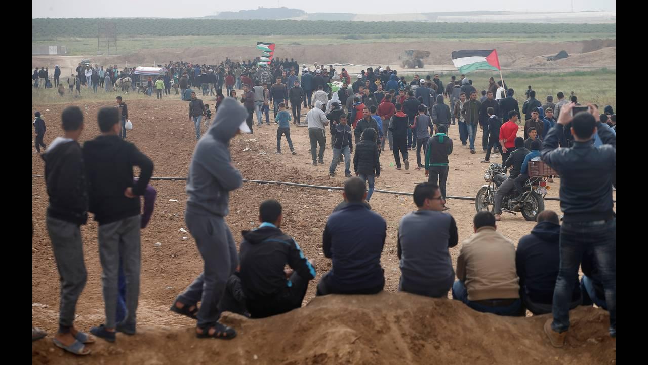 https://cdn.cnngreece.gr/media/news/2018/03/30/123888/photos/snapshot/2018-03-30T074831Z_549350914_RC19FFC95770_RTRMADP_3_ISRAEL-PALESTINIANS-PROTESTS.JPG