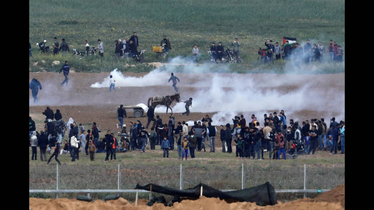 https://cdn.cnngreece.gr/media/news/2018/03/30/123888/photos/snapshot/2018-03-30T100143Z_1330974678_RC1672F501D0_RTRMADP_3_ISRAEL-PALESTINIANS-PROTESTS.JPG