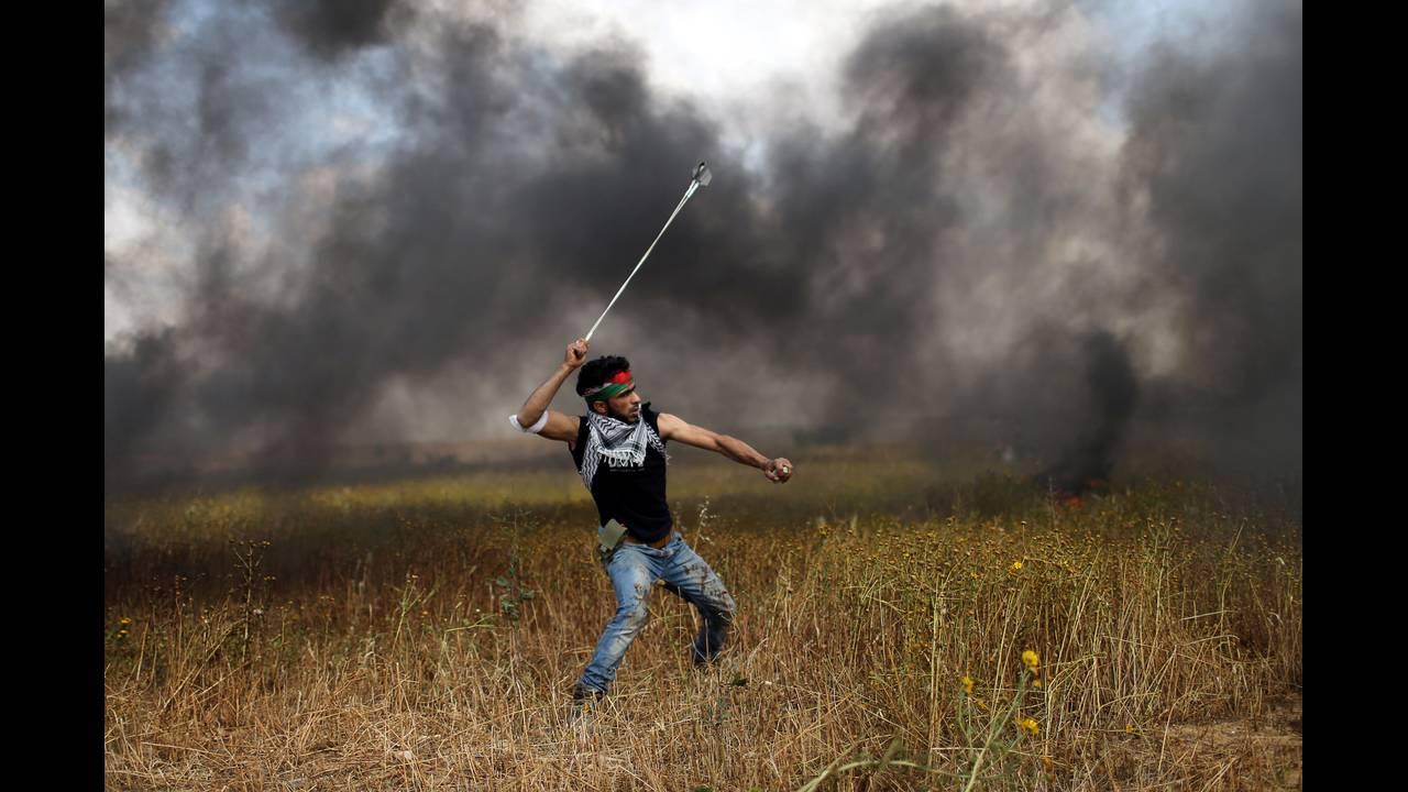 https://cdn.cnngreece.gr/media/news/2018/03/30/123888/photos/snapshot/2018-03-30T115550Z_1431828548_RC1402797D60_RTRMADP_3_ISRAEL-PALESTINIANS-PROTESTS.JPG