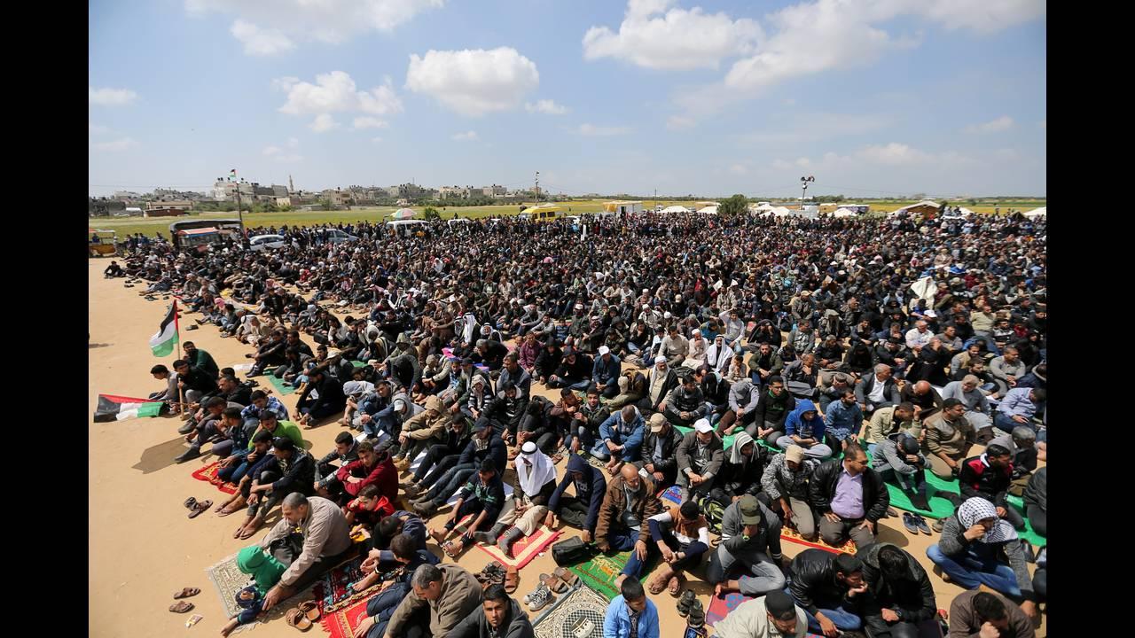 https://cdn.cnngreece.gr/media/news/2018/03/30/123888/photos/snapshot/2018-03-30T120016Z_770707645_RC1C3EAC2600_RTRMADP_3_ISRAEL-PALESTINIANS-PROTESTS.JPG
