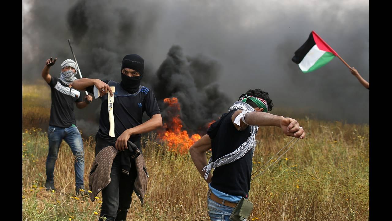 https://cdn.cnngreece.gr/media/news/2018/03/30/123888/photos/snapshot/2018-03-30T120425Z_1210765854_RC1B57804B10_RTRMADP_3_ISRAEL-PALESTINIANS-PROTESTS.JPG