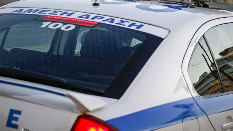 Δημοτικός υπάλληλος φέρεται να κρατούσε ομήρους τα ξαδέλφια του