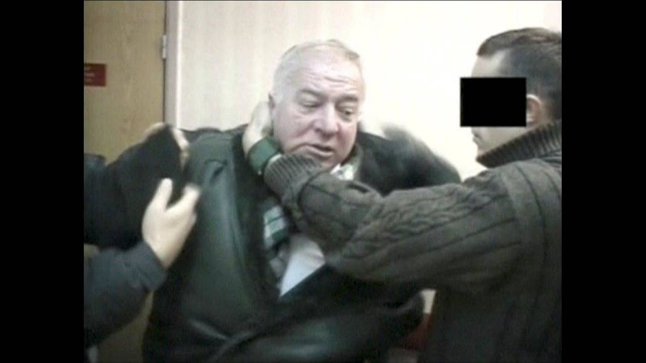 https://cdn.cnngreece.gr/media/news/2018/03/31/123995/photos/snapshot/2018-03-06T091904Z_973816261_RC1279573C70_RTRMADP_3_BRITAIN-RUSSIA.jpg