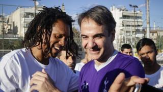 Φιλικό της Νέας Δημοκρατίας με ομάδα Ρομά, σκόραρε ο Μητσοτάκης (pics)