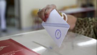 Δημοσκόπηση: Εκπλήξεις και ανατροπές στο πολιτικό σκηνικό