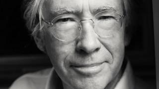 Ίαν ΜακΓιούαν: ο αιρετικός μαέστρος της λογοτεχνίας στο Μέγαρο Μουσικής