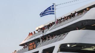 Μηχανική βλάβη σε υδροπτέρυγο ανοιχτά της Αίγινας-Επιστρέφει στο λιμάνι του Πειραιά