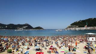 Εννιάχρονος έπαθε καρδιακή ανακοπή και πέθανε ενώ έπαιζε μπάλα σε παραλία της Ισπανίας
