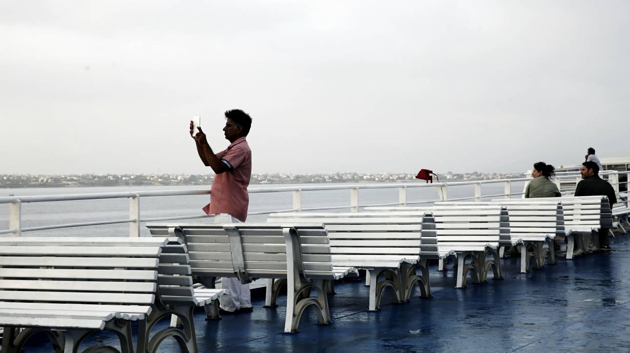 Οδικώς οδηγήθηκαν στους προορισμούς τους οι επιβάτες του υδροπτερύγου «FLYING CAT 6»