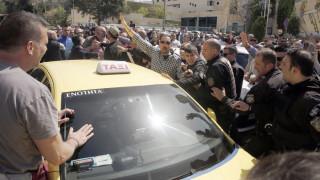 Uber: Διαμαρτυρία των οδηγών έξω από το υπουργείο Μεταφορών