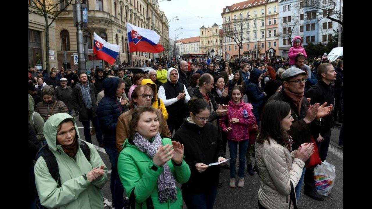 https://cdn.cnngreece.gr/media/news/2018/04/06/124726/photos/snapshot/2018-04-05T162530Z_1030670595_RC14705EA6A0_RTRMADP_3_SLOVAKIA-POLITICS.jpg
