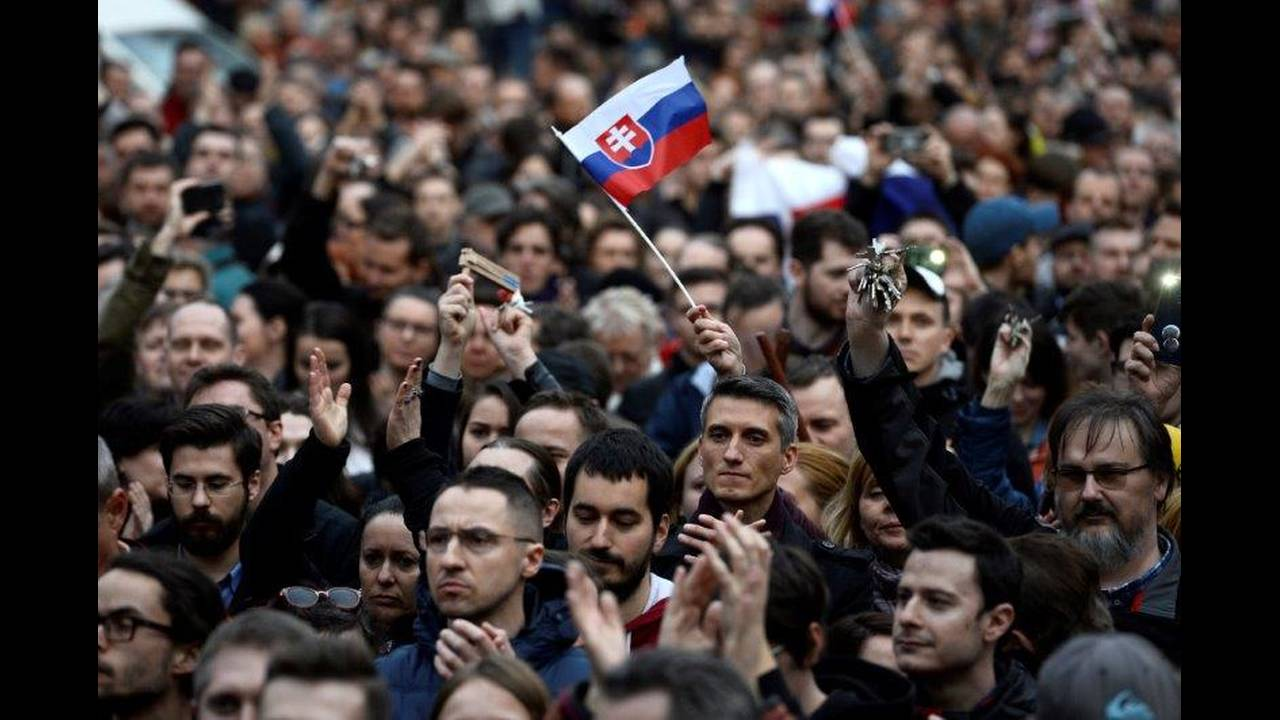 https://cdn.cnngreece.gr/media/news/2018/04/06/124726/photos/snapshot/2018-04-05T171644Z_1516629425_RC195E0187B0_RTRMADP_3_SLOVAKIA-POLITICS.jpg