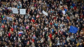 Σλοβακία: Παραίτηση του αρχηγού της αστυνομίας ζήτησαν χιλιάδες διαδηλωτές