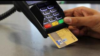 Στα 23 ευρώ μειώθηκε η μέση αξία συναλλαγής με κάρτα