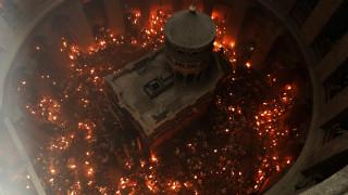 Η κατανυκτική τελετή Αφής του Αγίου Φωτός σε εικόνες