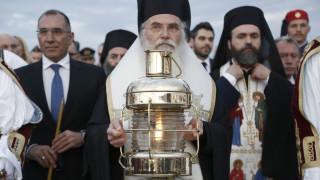 Με τιμές αρχηγού κράτους η υποδοχή του Αγίου Φωτός στην Ελλάδα