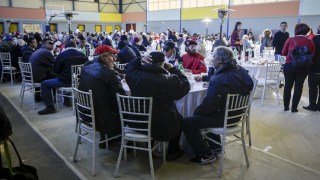 Η Εκκλησία και ο Δήμος Αθηναίων «αγκαλιάζουν» σήμερα μοναχικούς, άστεγους και απόρους