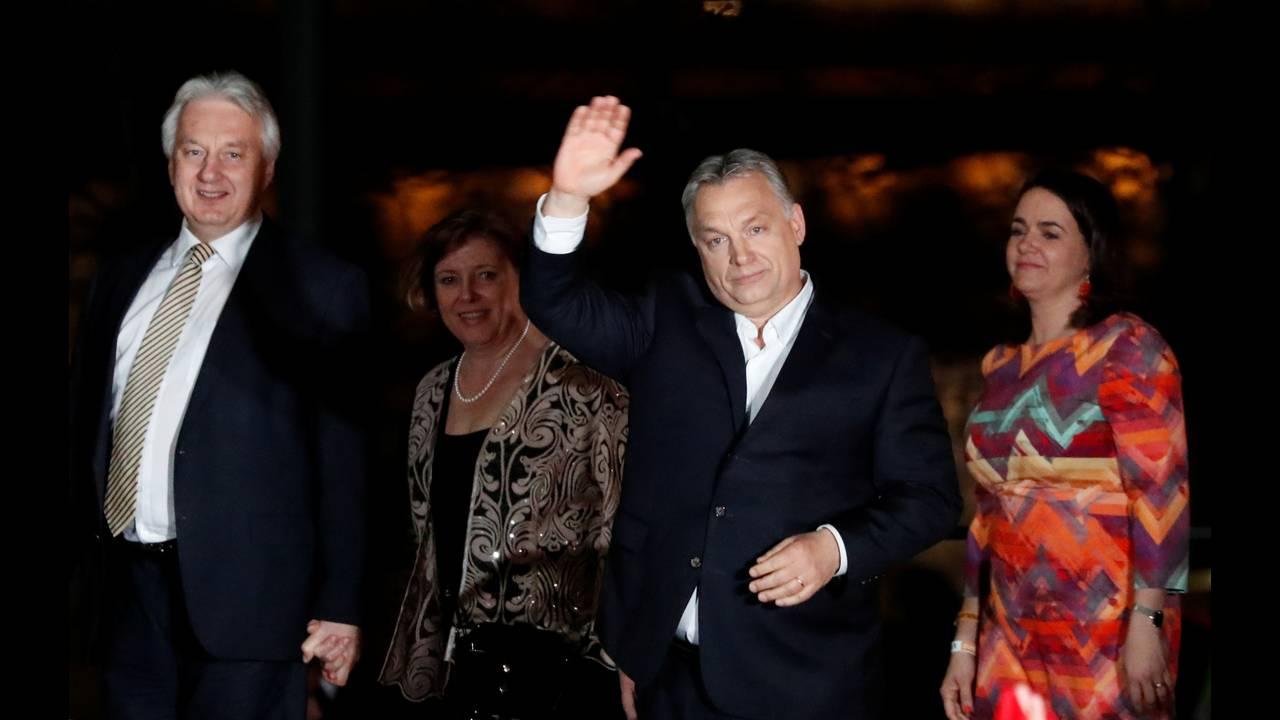 https://cdn.cnngreece.gr/media/news/2018/04/09/125052/photos/snapshot/2018-04-08T220648Z_125154167_RC140A4B4C00_RTRMADP_3_HUNGARY-ELECTION-SUPPORTERS-ORBAN.JPG