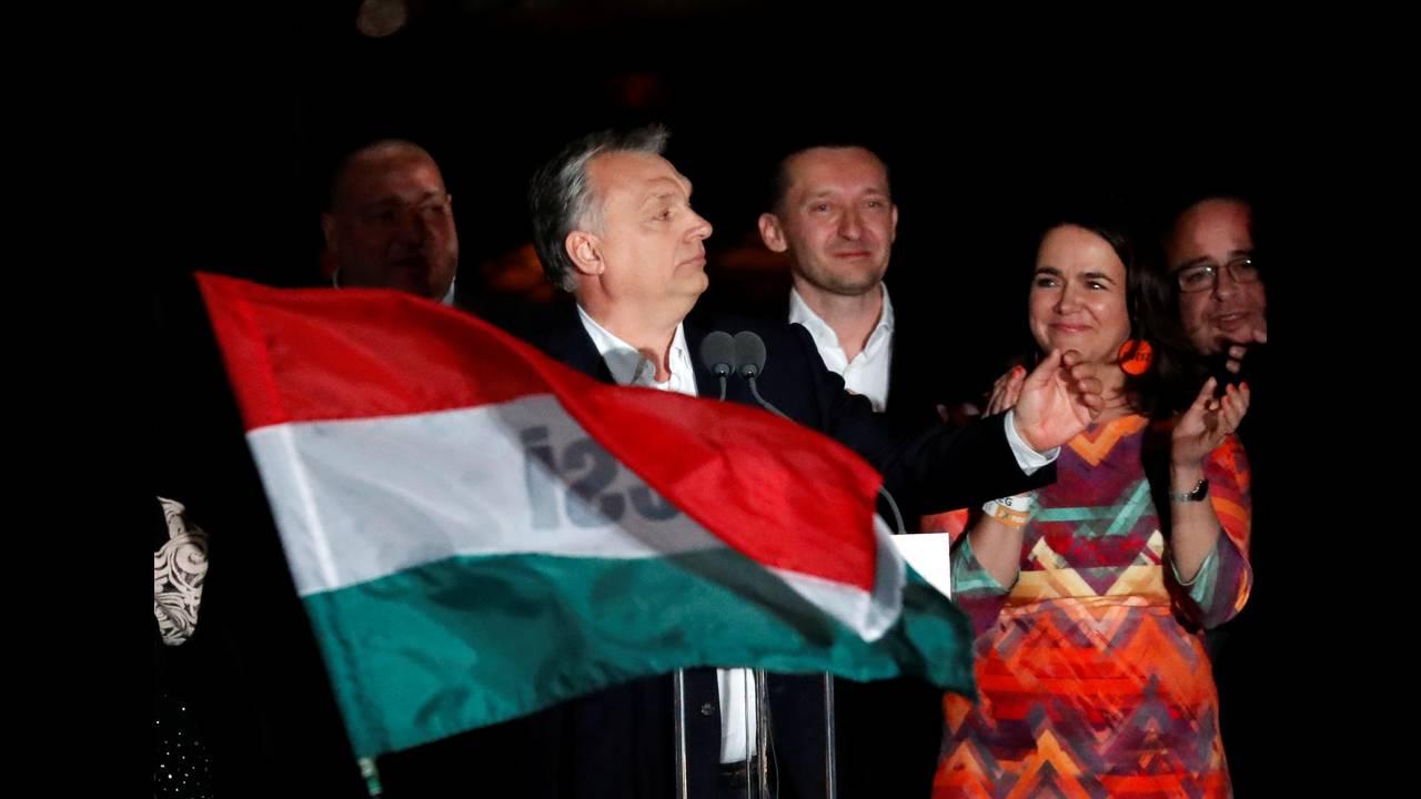 https://cdn.cnngreece.gr/media/news/2018/04/09/125052/photos/snapshot/2018-04-08T235745Z_1042729445_RC1746828380_RTRMADP_3_HUNGARY-ELECTION-SUPPORTERS-ORBAN.JPG