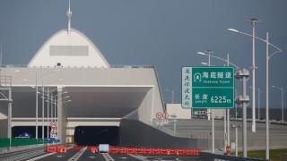 Ανησυχία για τη μεγαλύτερη γέφυρα του κόσμου-Φόβοι ότι τμήματά της αποκολλήθηκαν (pics&vids)
