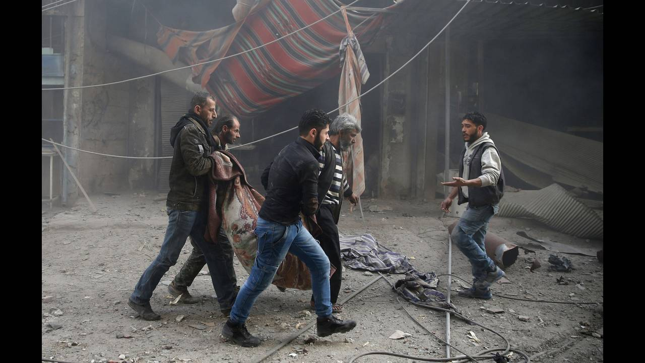 https://cdn.cnngreece.gr/media/news/2018/04/09/125131/photos/snapshot/2017-12-03T161033Z_1740518173_RC1AB1282CB0_RTRMADP_3_MIDEAST-CRISIS-SYRIA.JPG