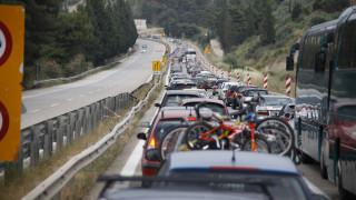 Σημειωτόν η επιστροφή των εκδρομέων: Ουρές χιλιομέτρων στην Αθηνών–Λαμίας
