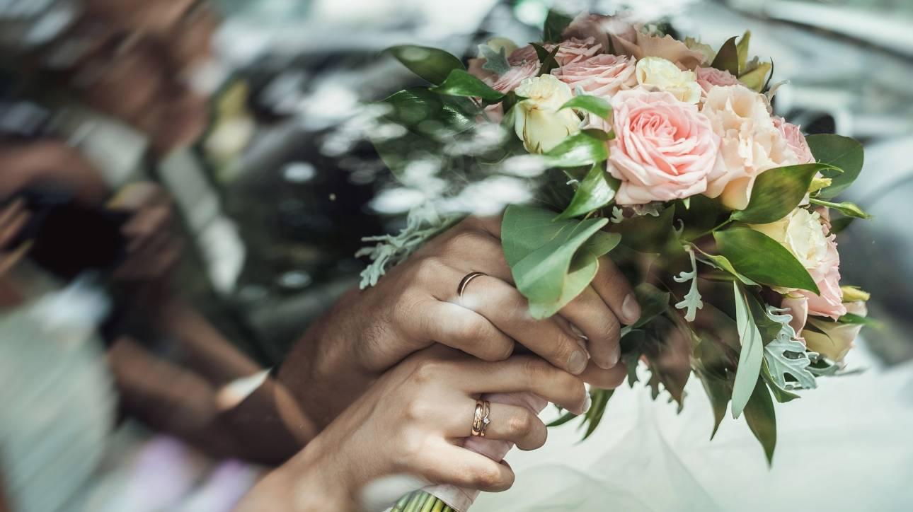 Δύο κοπέλες από τη Νιγηρία άφησαν τον γάμο και πήγαν για...πτυχίο