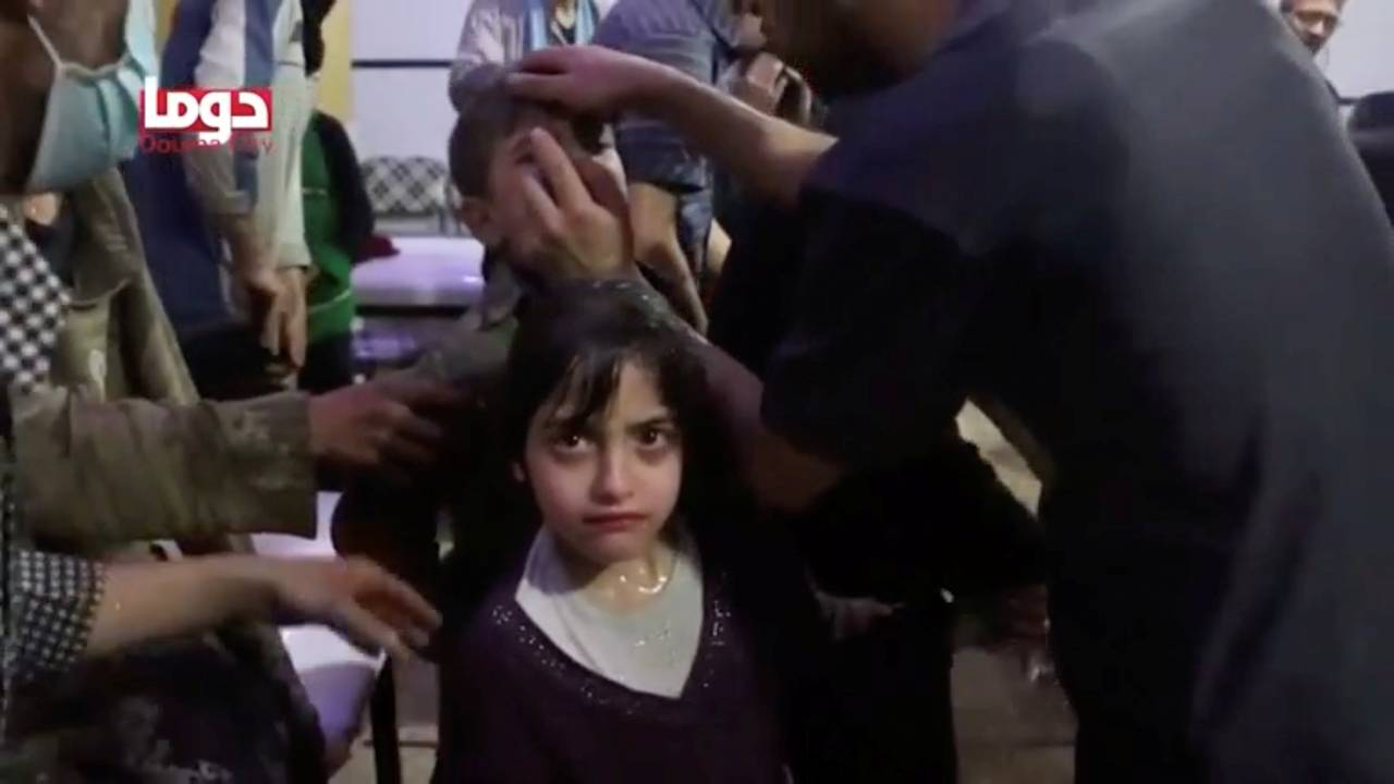 https://cdn.cnngreece.gr/media/news/2018/04/10/125218/photos/snapshot/2018-04-08T000000Z_900724156_RC1D84697240_RTRMADP_3_MIDEAST-CRISIS-SYRIA-ATTACK.JPG